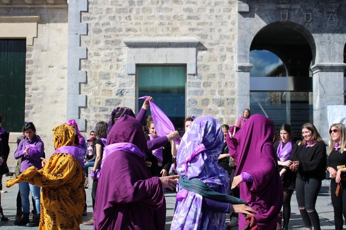 Ehunka emakume* grebalarik hartu dituzte Aiaraldeko kale eta plazak - 217