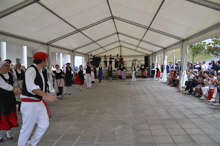 Untzueta dantza taldeak 35. urteurrena ospatu zuen atzo - 134