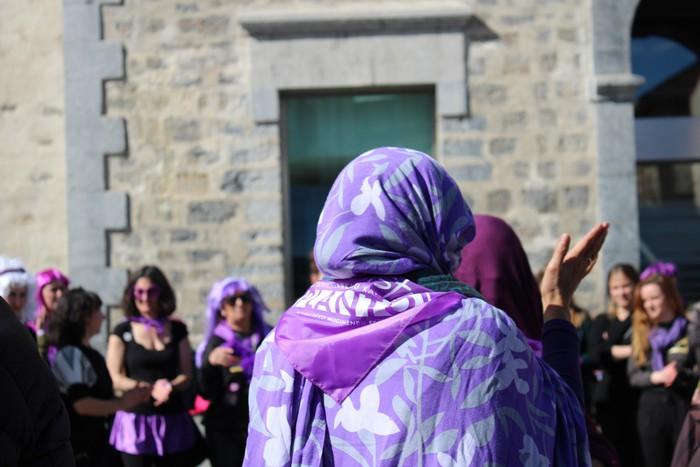 Ehunka emakume* grebalarik hartu dituzte Aiaraldeko kale eta plazak - 218