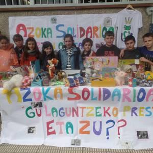 LH6ko ikasleek Elikagaien Bankura bideratu dituzte Azoka Solidarioan bildutako ekarpenak