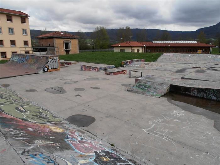Skate parkea berritzeko lan-taldea osatu dute, gazte, aditu eta udal-ordezkariekin