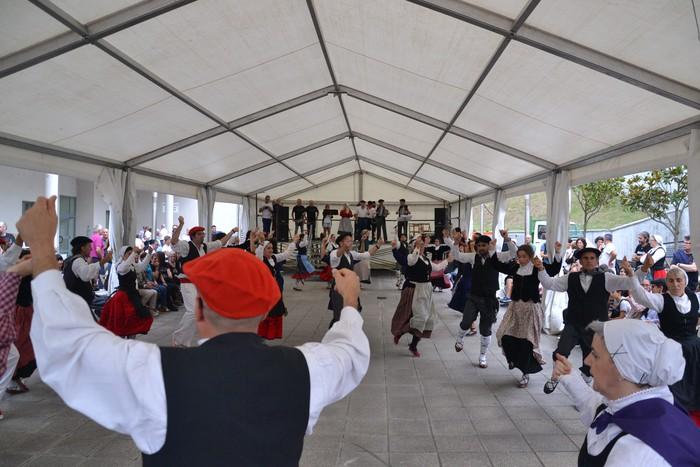 Untzueta dantza taldeak 35. urteurrena ospatu zuen atzo - 125