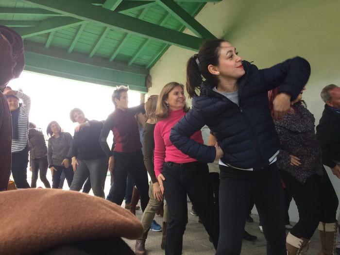 Euskaraldiaren abestiaren koreografia praktikatzen aritu dira Amurrioko AEKn - 5