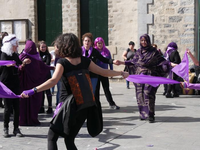 Ehunka emakume* grebalarik hartu dituzte Aiaraldeko kale eta plazak - 103