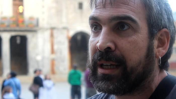 Aske dago Alfredo Remirez amurrioarra, Guardia Zibilak interneten terrorismoa goratzea egotzita atxilotu eta gero