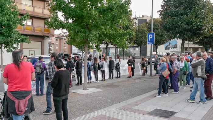 Guardia Zibilaren kuartelaren pareraino eraman dute Altsasuko gazteen aldeko aldarria - 6