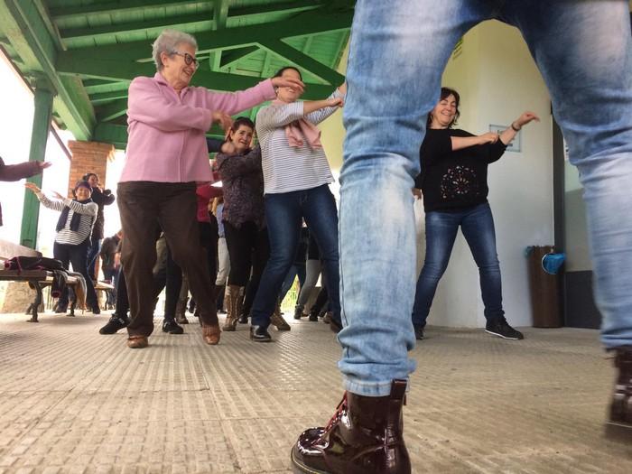 Euskaraldiaren abestiaren koreografia praktikatzen aritu dira Amurrioko AEKn - 8