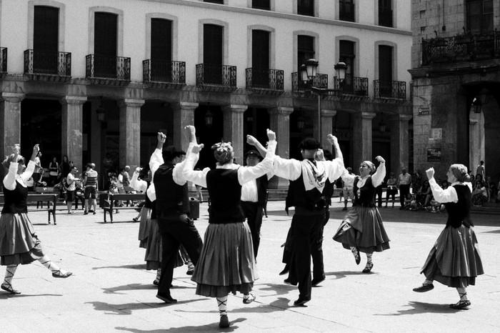 Eguzkilore dantza taldeak erakustaldia egin zuen igandean - 19