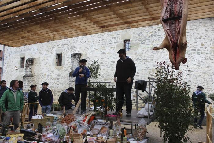 Ehunka ekoizlek eta bisitarik egin dute bat San Anton azokan - 30