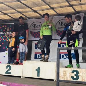 Iñaki Guarestik eta Gaizka Pujanak lortu zuten podiumera igotzea Berrizen