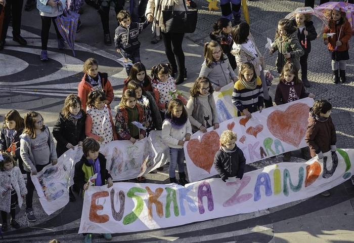 """ARGAZKIAK: """"Aiaraldea euskaldun!"""" lemapean konpromiso eta maitasunez bete da Amurrio - 196"""