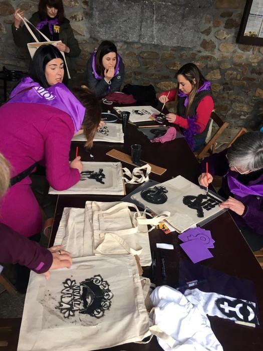 Ehunka emakume* grebalarik hartu dituzte Aiaraldeko kale eta plazak - 58
