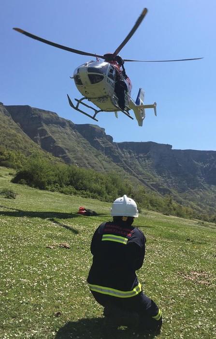 Suhiltzaileek mendizale bat erreskatatu zuten atzo Delikan, Ertzaintzaren helikopteroa baliatuta