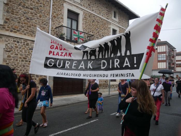 """Aldarria eta orotariko ekintzak batu zituen """"Zapatu moreak"""" - 10"""