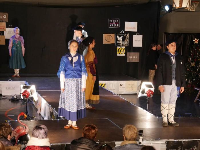 Ikasbidaia antolatzeko moda desfilea egin zuten ikastolan - 10