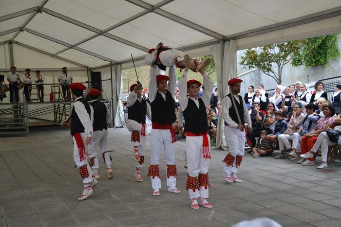 Untzueta dantza taldeak 35. urteurrena ospatu zuen atzo - 81