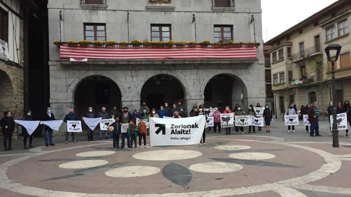 Euskal preso politikoek pairatzen dituzten salbuespeneko neurrien kontrako adierazpena sinatu dute EAJk eta EH Bilduk