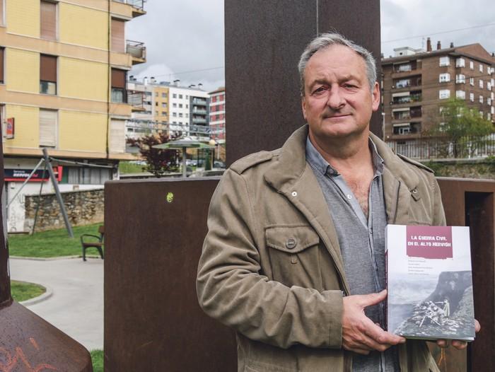 """""""Gerra Zibilari buruzko milaka liburu daude, baina eskualde honi buruz ez zegoen ezer idatzita"""""""