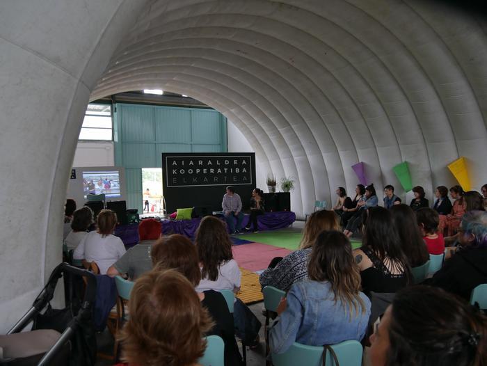 Aiaraldeko emakume feministen topaketa argazkitan - 55