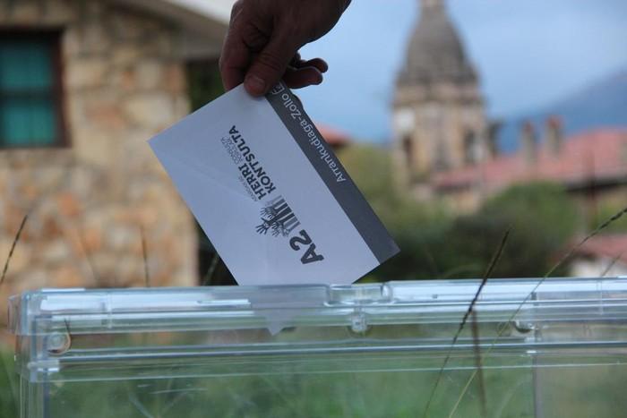 ADOS plataformak behatzaileak izendatu ostean, dena prest erreferendumerako
