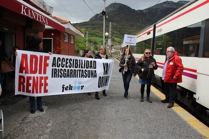 Kongresuko alderdi guztiek babestu dute tren zerbitzuaren azpiegiturak hobetzea, Ciudadanosek ezik