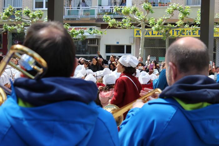 San Anton plazan egin dute umeek San Prudentzioko danborrada - 18