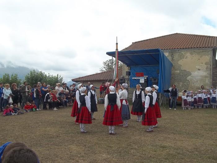 Etxaurrengo jaiak ospatu zituzten atzo baselizaren bueltan - 18