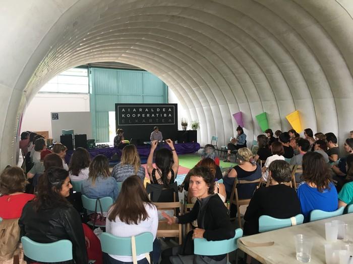 Aiaraldeko emakume feministen topaketa argazkitan - 35