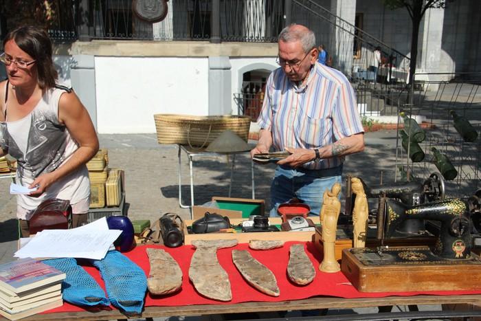 Antzinako gauzen azoka antolatu zuten atzo Urduñako Foru plazan  - 35
