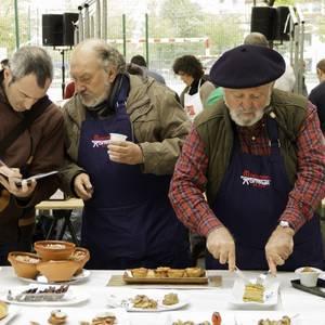 Gastronomia eta mikologia uztartuta bete zuten Aldai plazan