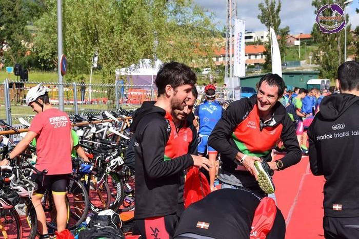 Bigarren postua lortu zuten Oinkariak taldeko kideek  Beriango Taldekako Erlojupeko triatloian, Open kategorian - 6