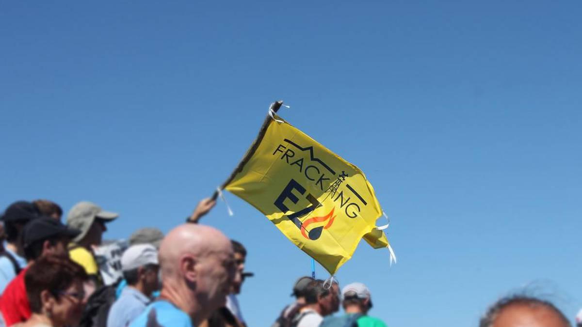 Fracking Ez Aiaraldeak eskualdeko herritarrak zoriondu ditu gas putzuen proiektuak gelditzeagatik