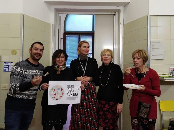 Italiako jantoki publikoen eredua gertutik ezagutzeko aukera izan du Urduñako Udalak - 2