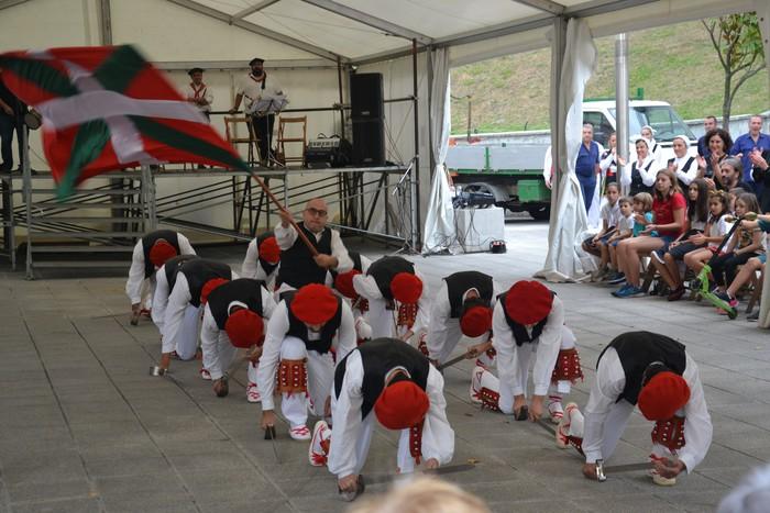 Untzueta dantza taldeak 35. urteurrena ospatu zuen atzo - 106