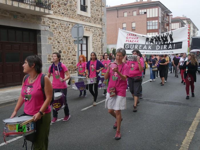 """Aldarria eta orotariko ekintzak batu zituen """"Zapatu moreak"""" - 8"""