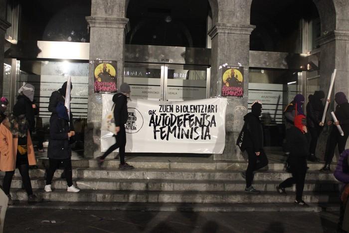 Indarkeria matxistaren aurkako aldarriz bete dituzte eskualdeko kale eta plazak - 29