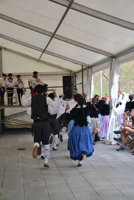 Untzueta dantza taldeak 35. urteurrena ospatu zuen atzo - 133