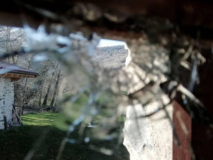 [EGUNERAKETA] Ertzaintzak gizon bat identifikatu du Ezker Abertzaleko familiaren baserriaren aurkako tiroaren harira