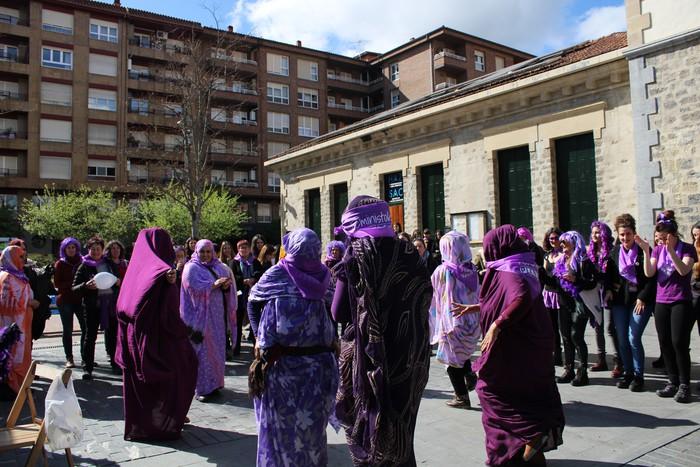 Ehunka emakume* grebalarik hartu dituzte Aiaraldeko kale eta plazak - 216