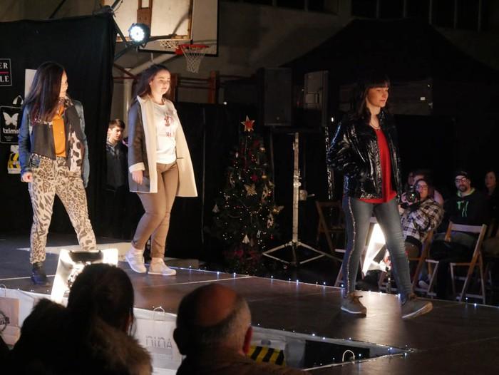 Ikasbidaia antolatzeko moda desfilea egin zuten ikastolan - 67