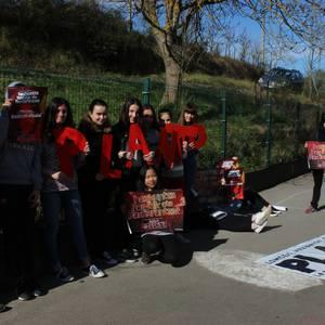 Ikasleen mobilizazioak antolatu dituzte Hezkuntza Sailaren azterketen aurka