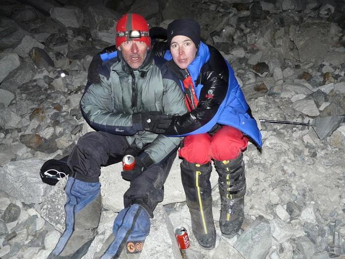Gorri mendizale laudiarrak Gasherbrum II.aren (8.035m) gailurra egin du - 2