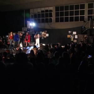 Ikasbidaia antolatzeko moda desfilea egin zuten ikastolan