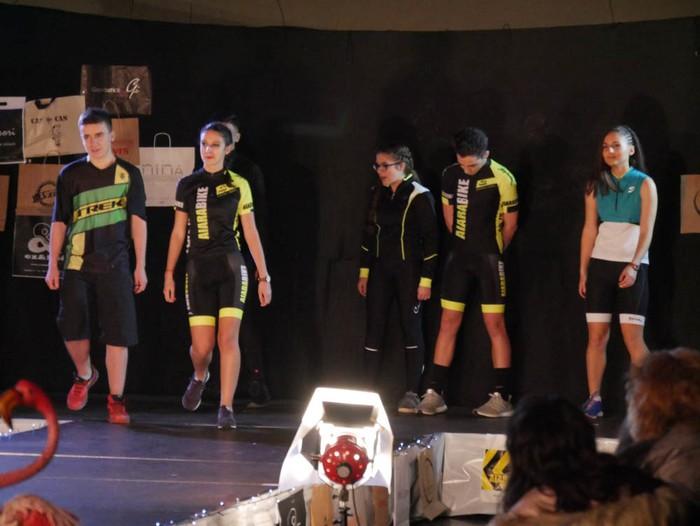 Ikasbidaia antolatzeko moda desfilea egin zuten ikastolan - 19