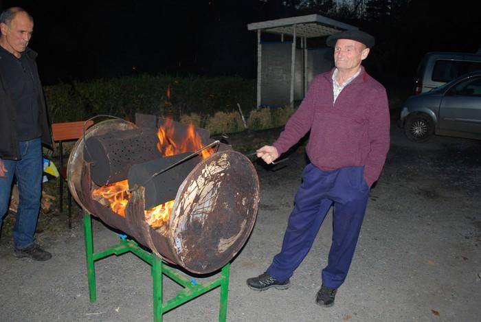 Gaztaina erreen artean piztu zuten irrika ikazkinek Okondon - 5