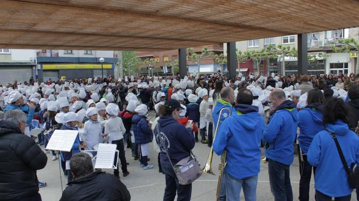 San Anton plazan egin dute umeek San Prudentzioko danborrada - 14