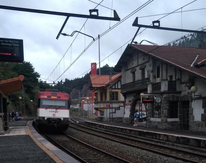 Hemendik 11 hilabetera egongo da prest Aretako tren geltokiko pasabidea
