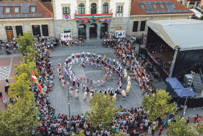 Euskal dantzetako taldeek izena emateko epea zabaldu dute