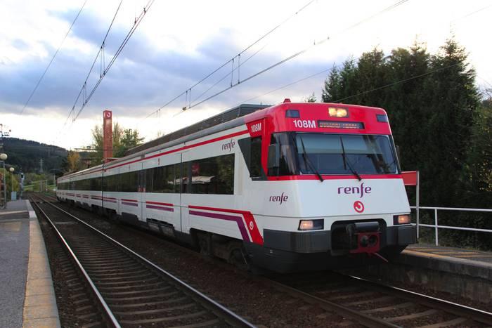 CGT sindikatuak lanuzteak deitu ditu gaurtik aurrera ADIFen, eta tren zerbitzuan eragingo dute