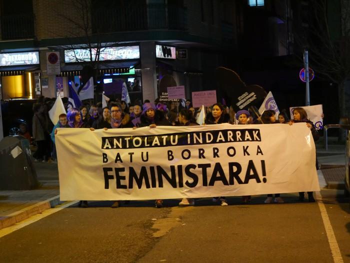 """Aiaraldeko Mugimendu Feminista: """"Borroka egun izugarria lortu dugu"""" - 25"""